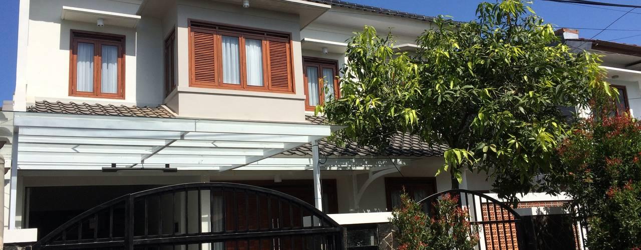 Arcamanik House:  Dinding by Kahuripan Architect