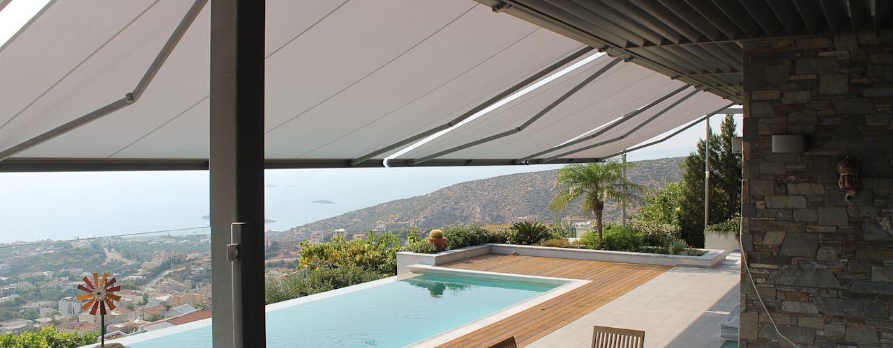 Vier markilux 5010 Gelenkarmmarkisen in Lagonisi Mediterraner Balkon, Veranda & Terrasse von markilux Mediterran