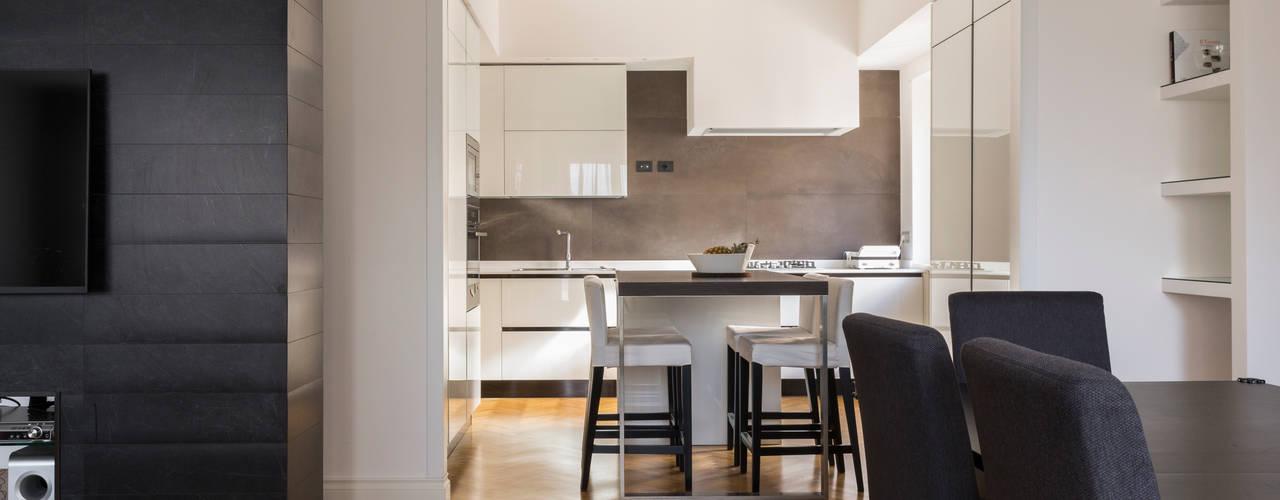 APPARTAMENTO ZONA BALDUINA Cucina moderna di a2 Studio Borgia - Romagnolo architetti Moderno