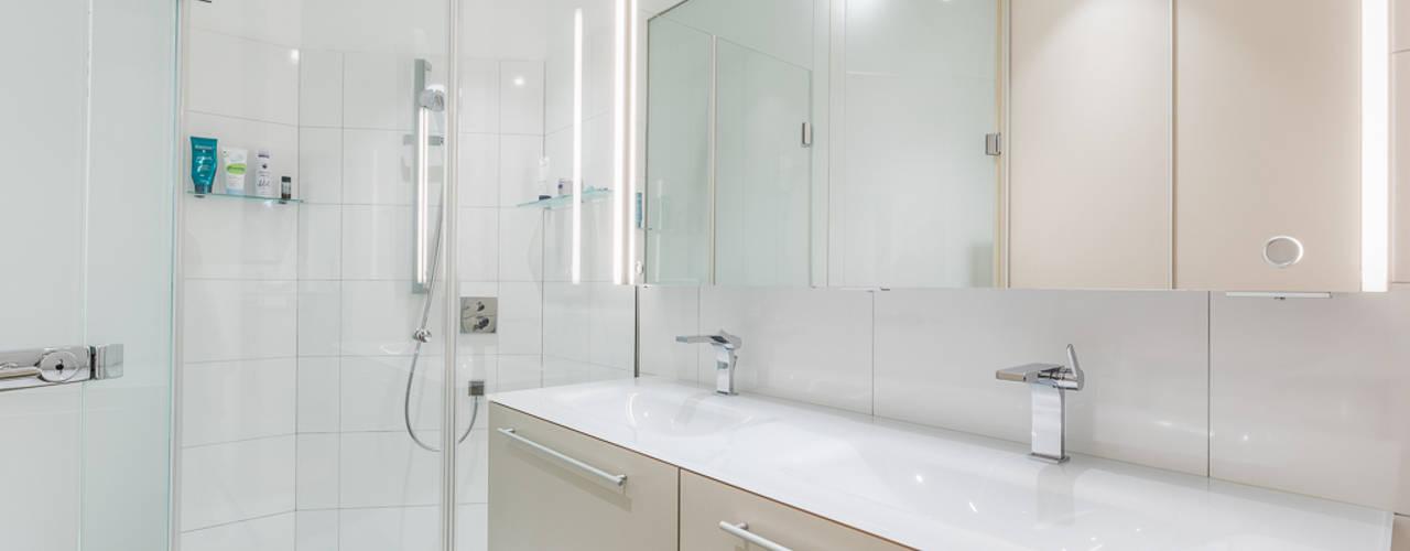 """Stadtwohnungen und Zweitwohnsitze –  muss ich auf das """"Zuhause-Gefühl"""" wirklich verzichten?  :  Badezimmer von Horst Steiner Innenarchitektur"""