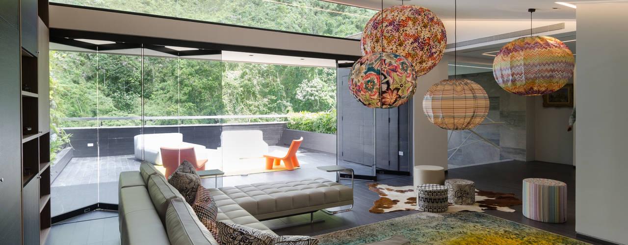 Design Group Latinamerica ВітальняДивани та крісла
