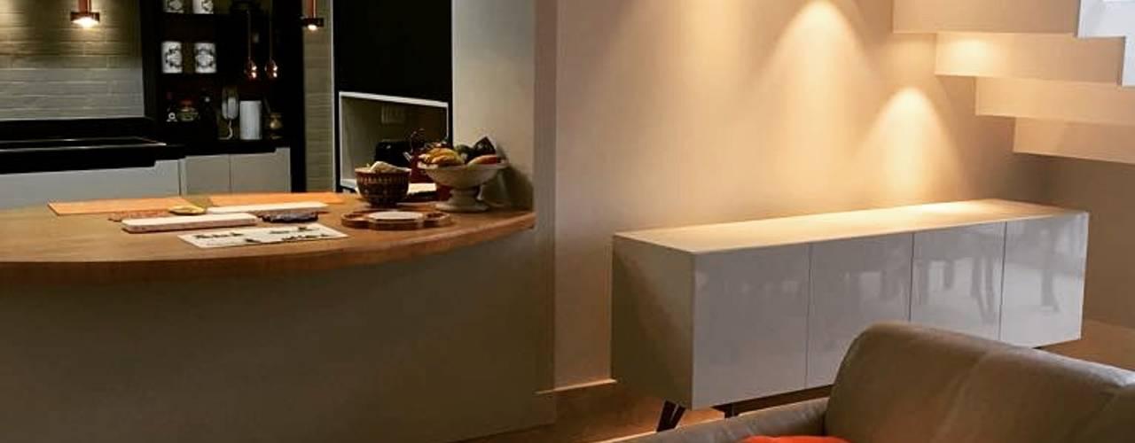 Reforma de apartamento - cozinha gourmet por Elaine Hormann Architecture Moderno