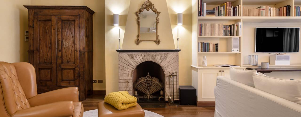 Casa Q2 - Relooking: Soggiorno in stile  di Architrek,