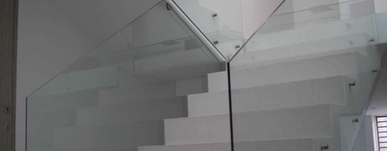Escaleras de estilo  por RIVAL Arquitectos  S.A.S.