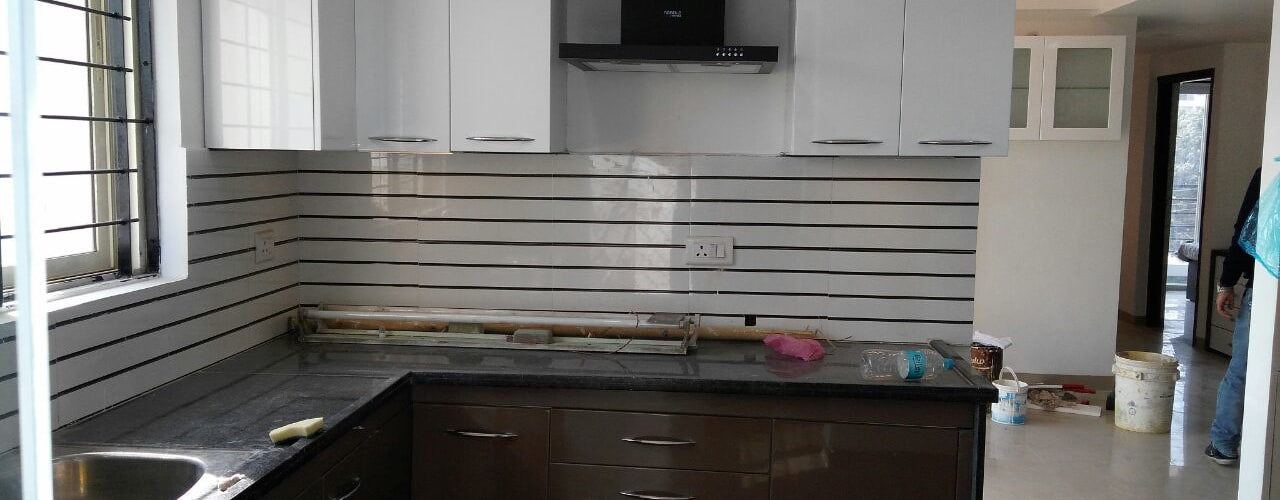 Mr. Udaybhan Singh Thakur Retirement Home:  Kitchen by al-Haadi Interiors
