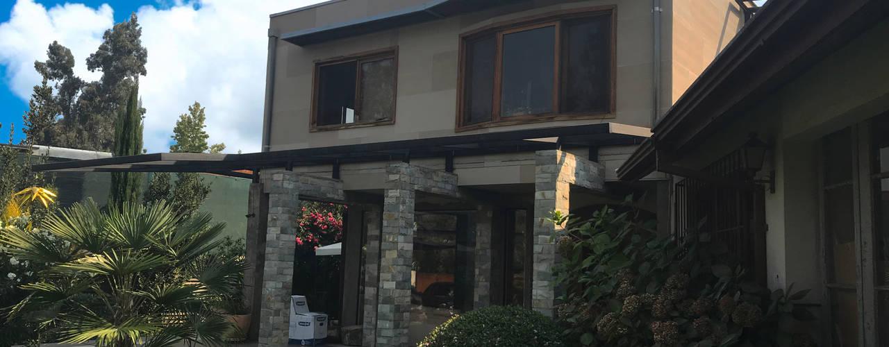 Fachada Noreste: Casas unifamiliares de estilo  por ARquitectura