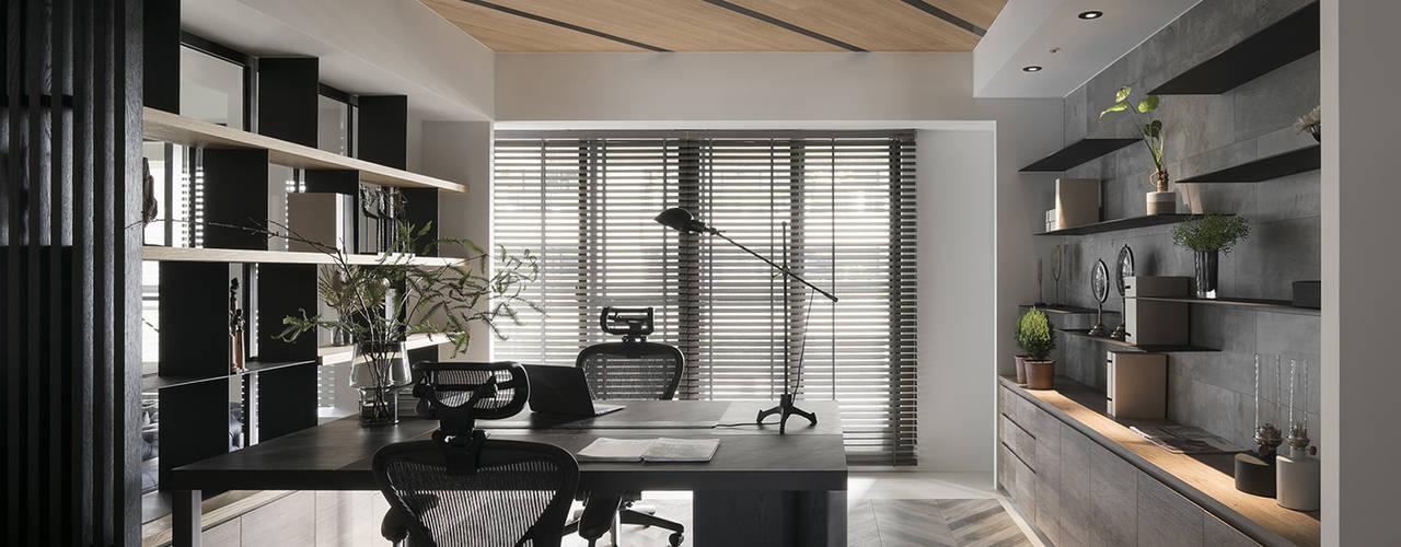 微光:  書房/辦公室 by Fertility Design 豐聚空間設計
