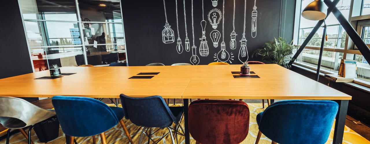 A modern co-working space in Amsterdam: modern  von Ivy's Design - Interior Designer aus Berlin,Modern