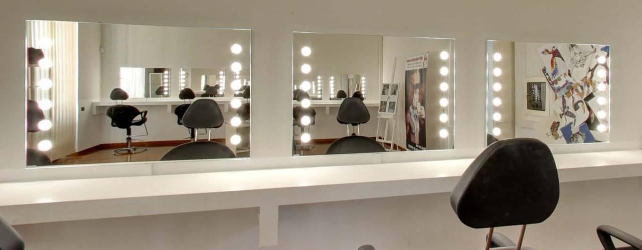 Specchi Professionali Per Trucco.Vendita Specchi Illuminati Per Locali Professionali E Residenziali A