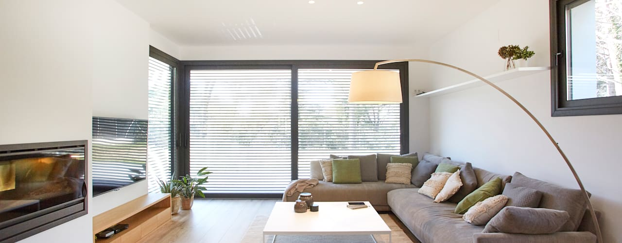 Scandinavian style living room by Laia Ubia Studio Scandinavian