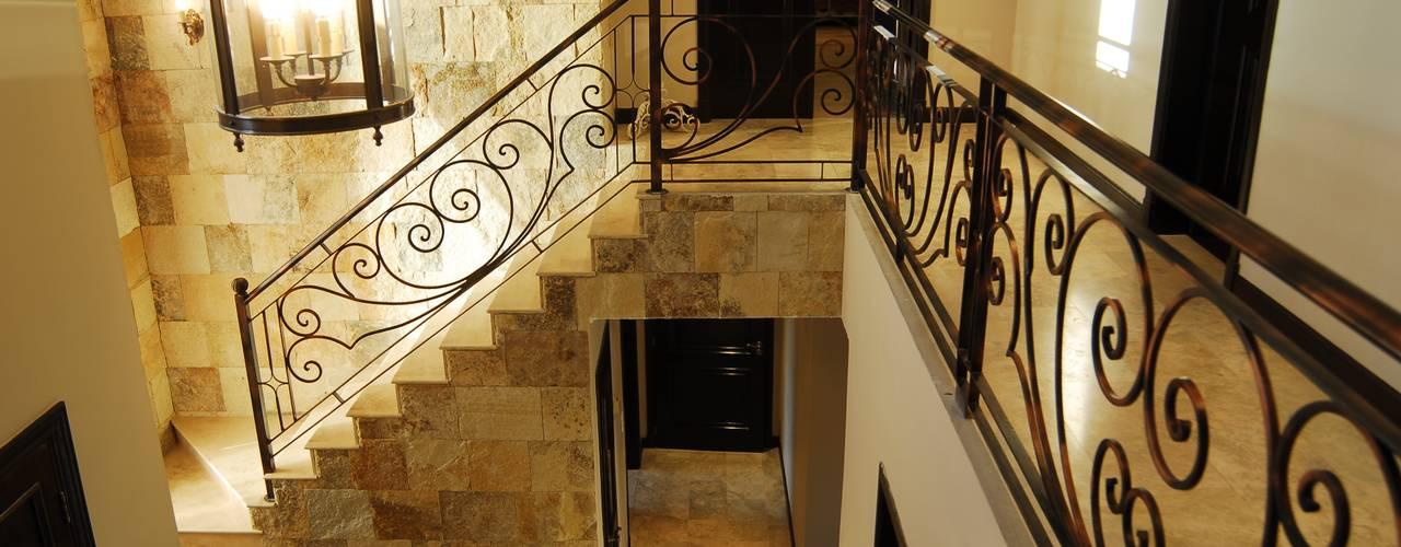 Campiña Italiana: Escaleras de estilo  por CIBA ARQUITECTURA