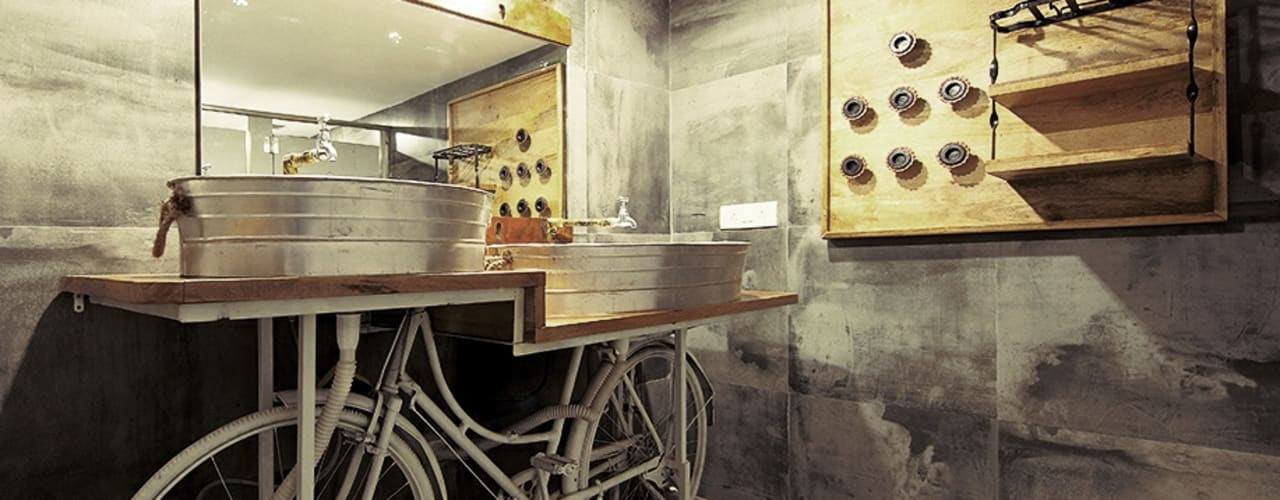 AGENT JACK VEERA DESAI: modern Bathroom by smstudio