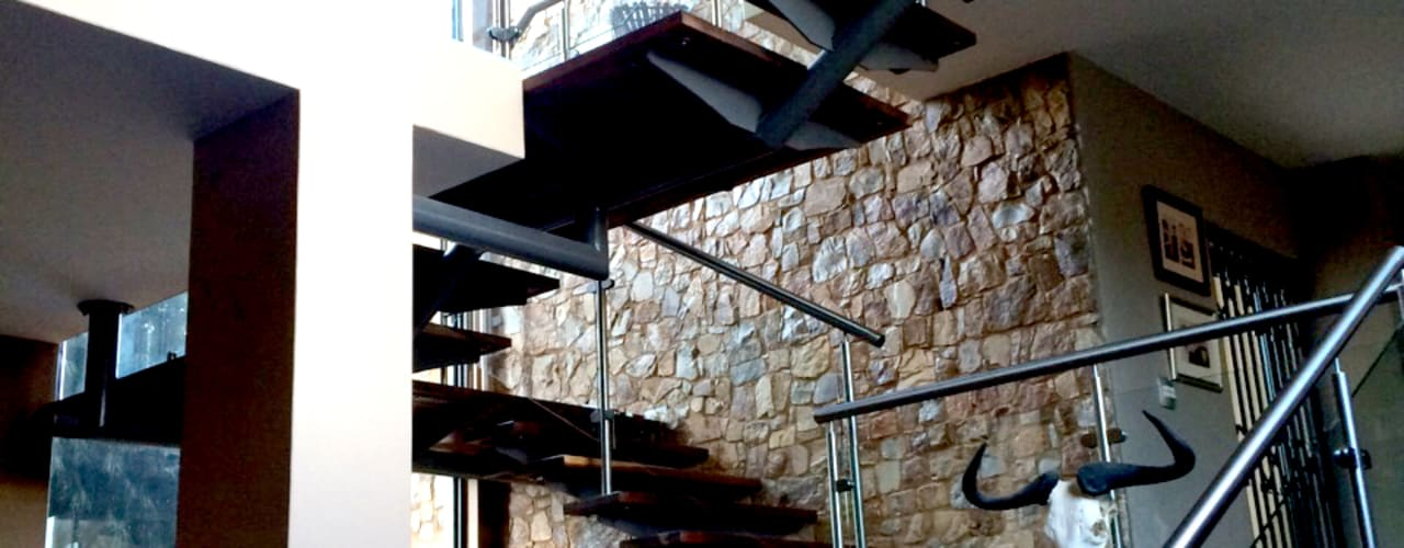 Escaleras de estilo  por Nuclei Lifestyle Design