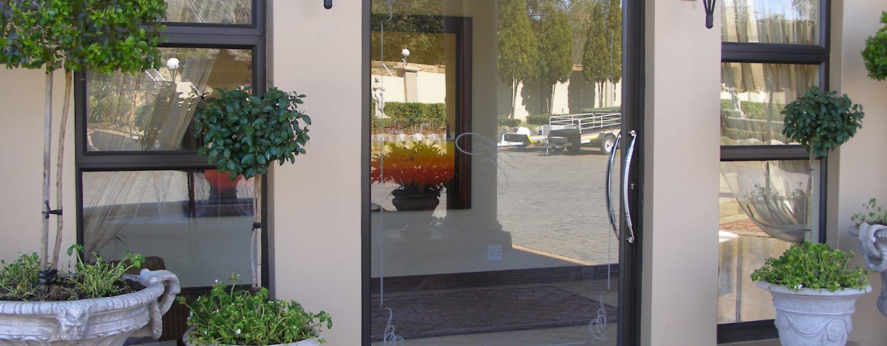Inso's Aluminium Doors Modern style doors by Inso Architectural Solutions Modern