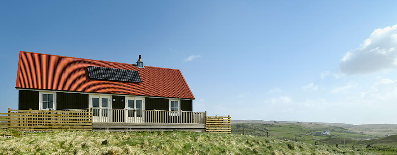 2 Bedroom Wee House in Uig, Isle of Lewis Classic style houses by The Wee House Company Classic