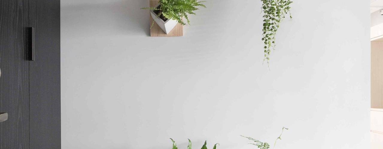放。鬆宅 文儀室內裝修設計有限公司 現代風玄關、走廊與階梯