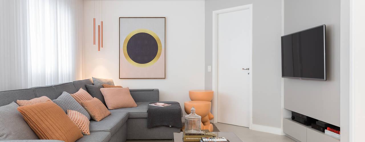 Sala de TV: Salas de estar clássicas por Duplex212 - Arquitetura e Interiores