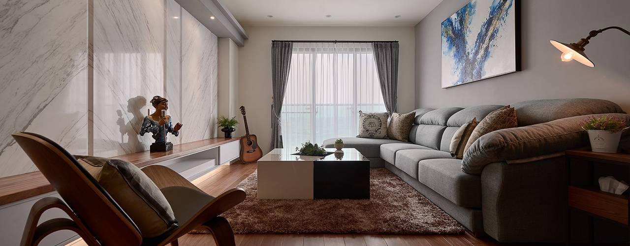 旅途 走在潮流的飯店風 / 時尚輕旅行:  客廳 by 趙玲室內設計