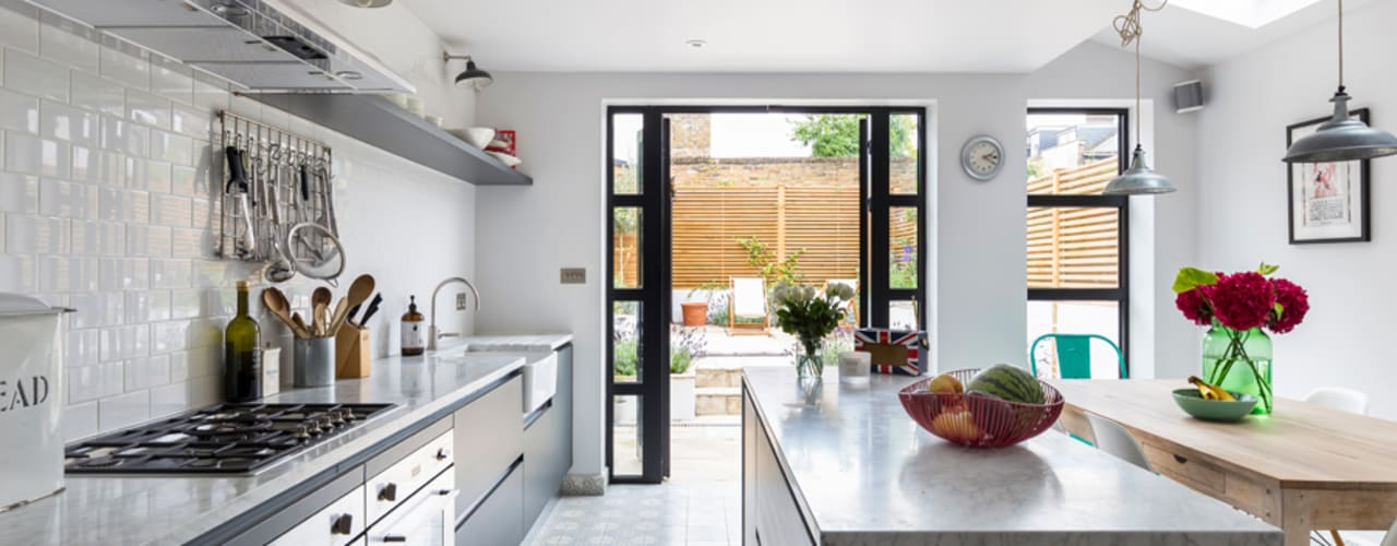North West London Terraced House de VORBILD Architecture Ltd. Clásico