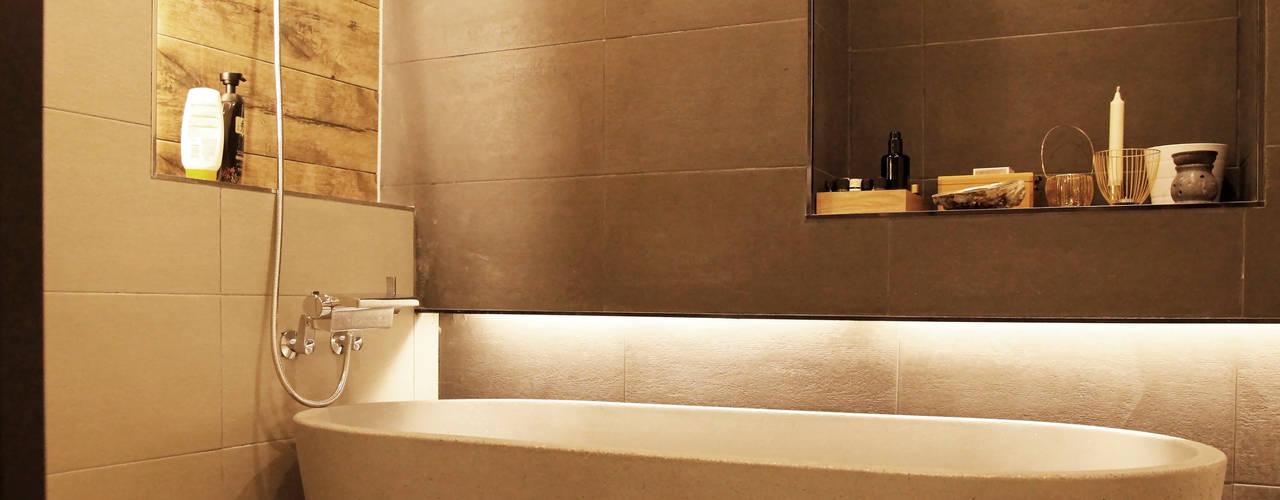 Modern Bathroom by 그리다집 Modern