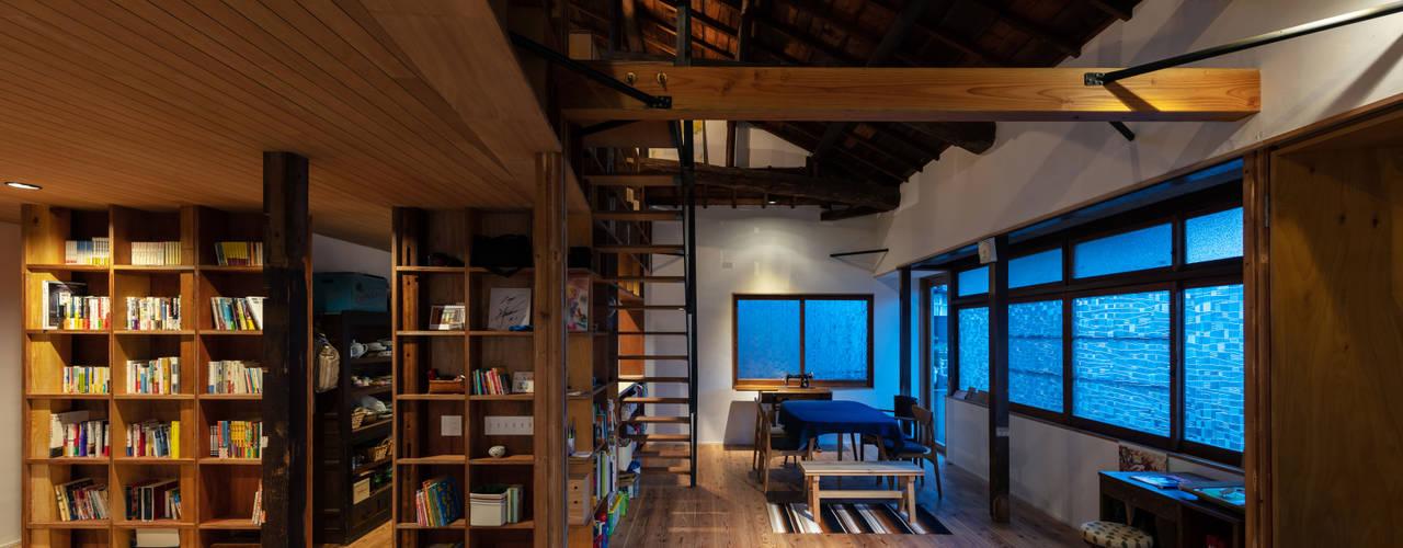 神戸大倉山の家 北欧デザインの リビング の エイチ・アンド一級建築士事務所 H& Architects & Associates 北欧