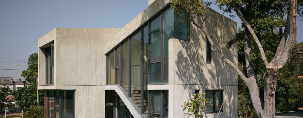 關西杜宅 現代房屋設計點子、靈感 & 圖片 根據 形構設計 Morpho-Design 現代風