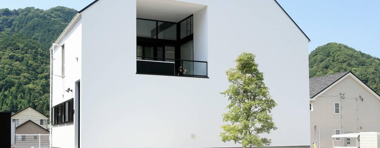 ミニマルデザインの外観: 石川淳建築設計事務所が手掛けた一戸建て住宅です。