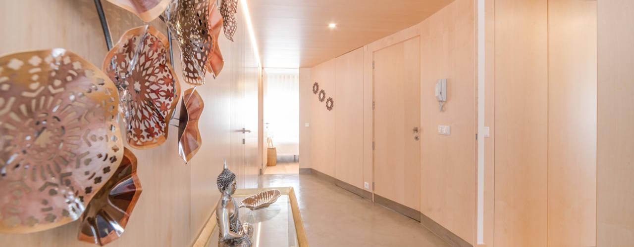 ห้องโถงทางเดินและบันไดสมัยใหม่ โดย EU LISBOA โมเดิร์น