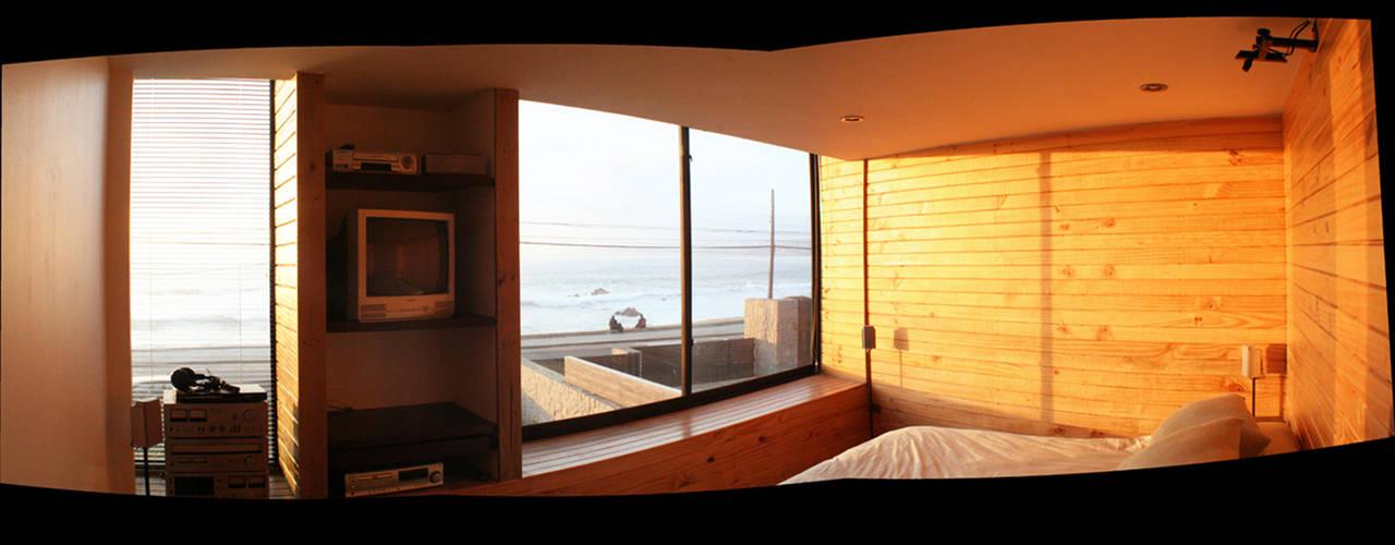 Casa Pazols: Dormitorios de estilo  por m2 estudio arquitectos - Santiago