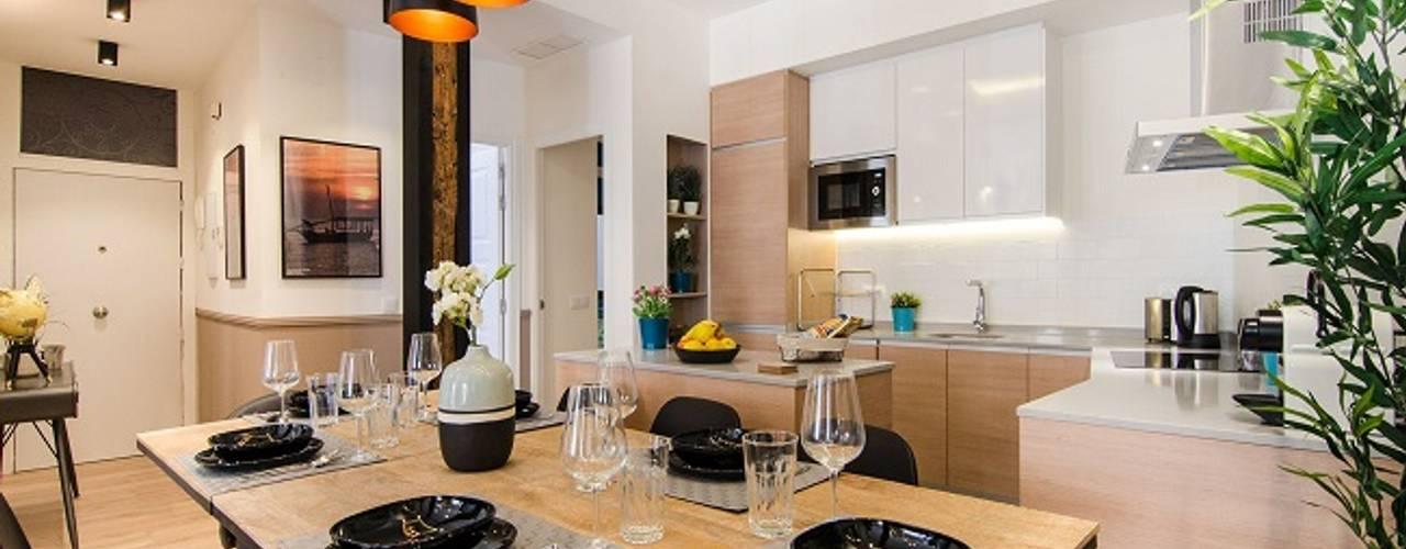 Reforma integral de la vivienda de Nadav Rez estudio ComedorAccesorios y decoración Negro
