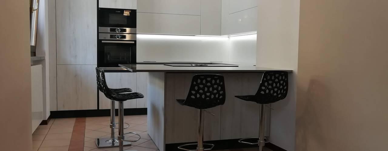 Cucina Rovere Bianco e Laccato Bianco Cucina moderna di Formarredo Due design 1967 Moderno