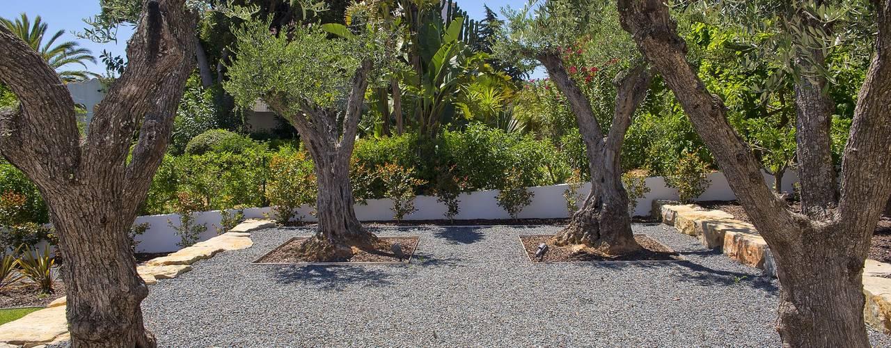 Villa Oleander: Jardins de fachada  por Jardíssimo,