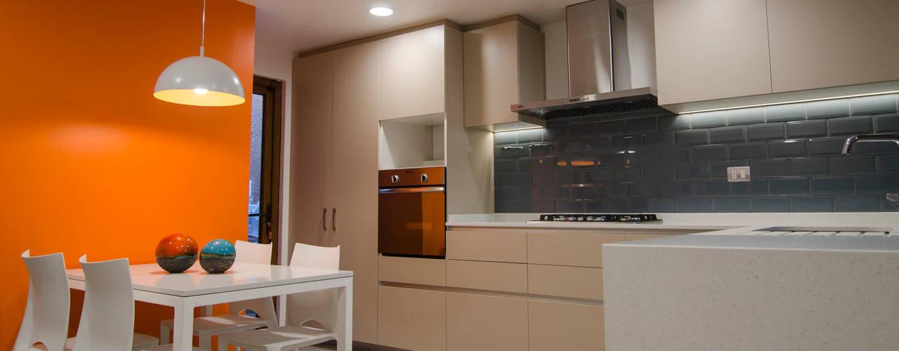 Cocina los Lotos: Cocinas equipadas de estilo  por BMAA