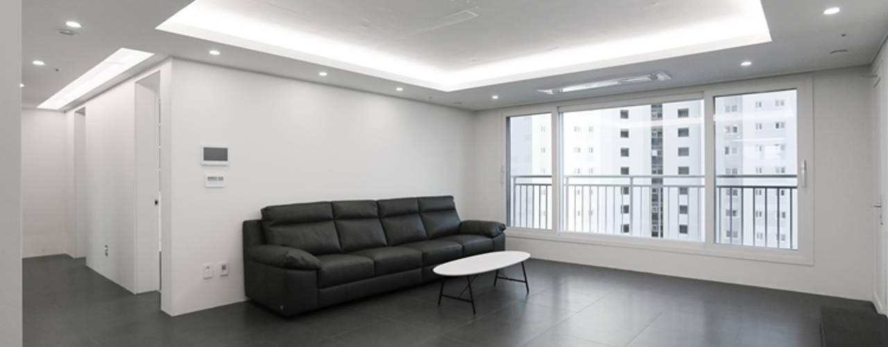 Living room by 홍예디자인