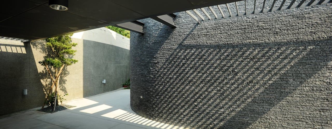 Minimalist garage/shed by 黃耀德建築師事務所 Adermark Design Studio Minimalist