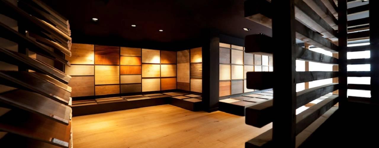 Showroom for wood flooring products in Masnou, Barcelona. Studioapart Interior & Product design Barcelona Espacios comerciales de estilo minimalista