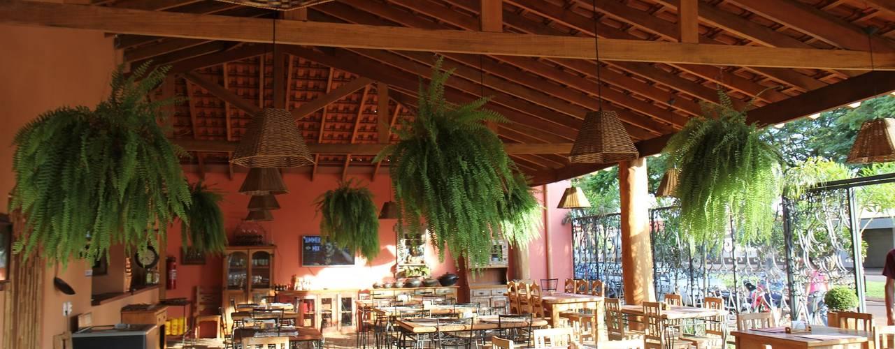 Espaço de convívio - Restaurante: Pavimentos  por Juliana Saraiva Arquitetura & Interiores