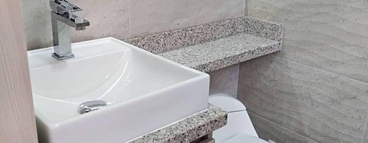 Baños de estilo moderno de Erick Becerra Arquitecto Moderno