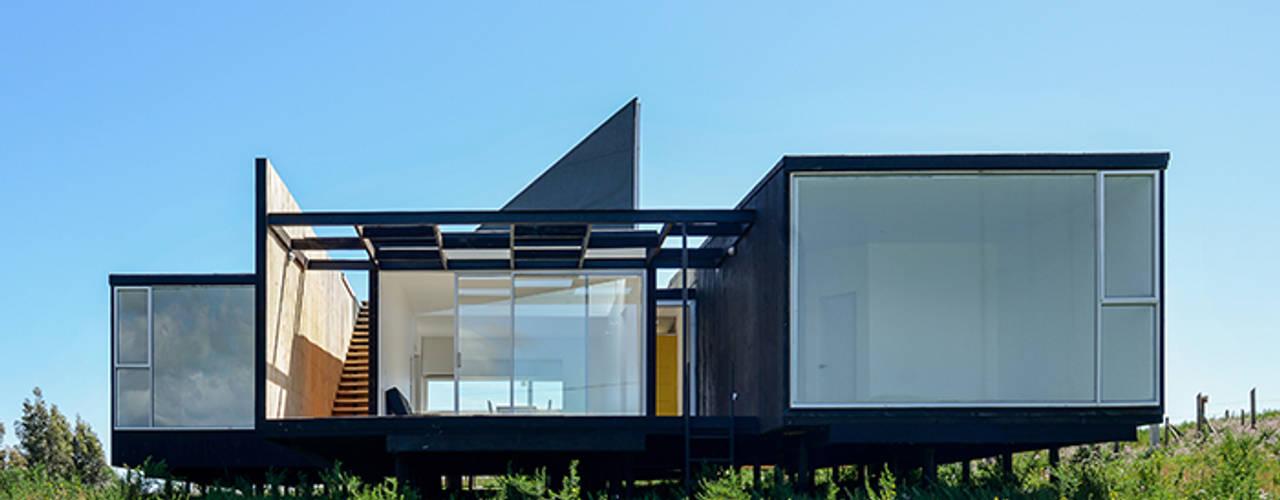 Fachada Oriente: Casas de estilo  por mutarestudio Arquitectura