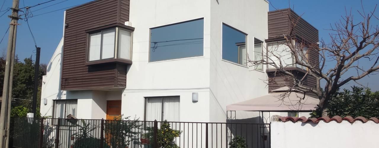 FACHADA NOR PONIENTE: Casas unifamiliares de estilo  por ARKITEKTURA
