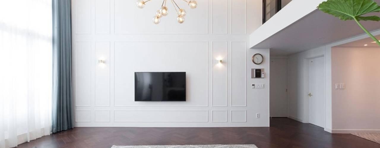 대전인테리어 신동아파밀리에 45평 아파트 탑층 인테리어: 디자인투플라이의  거실