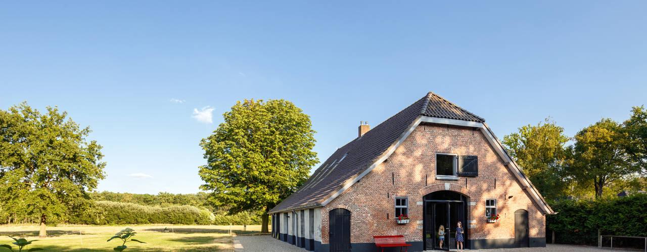 Boerderij Dubbelland Landelijke huizen van RHAW architecture Landelijk