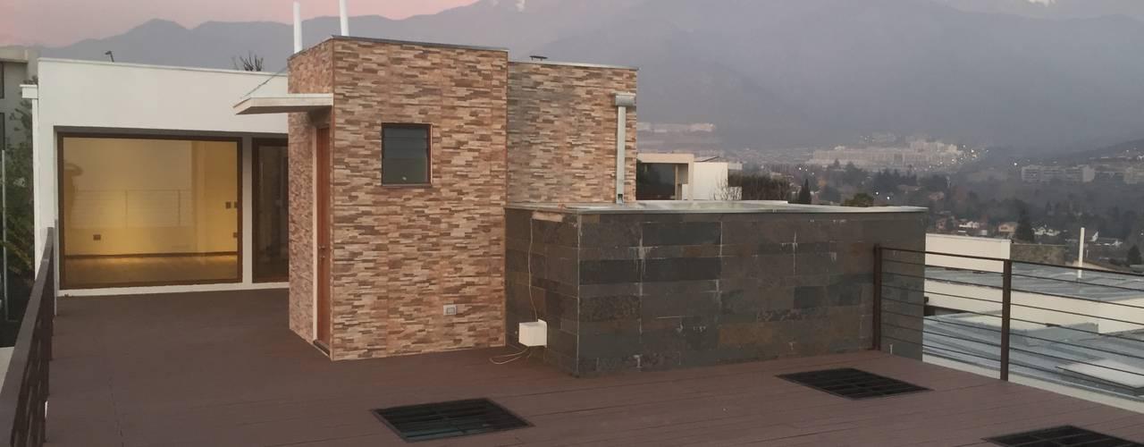 Ampliación de penthouse sobre cubierta de tercer nivel por ARQSOL: Terrazas  de estilo  por Arqsol