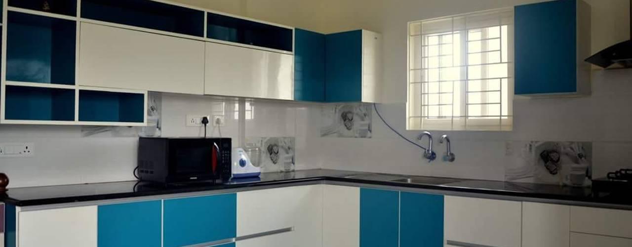 Interiors: classic Kitchen by Max Interiors