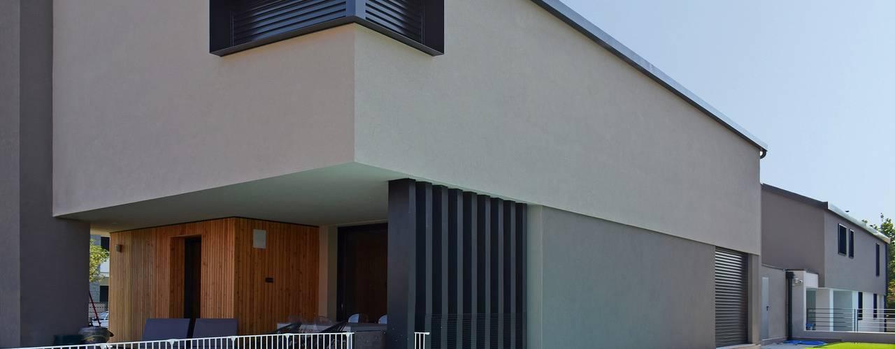 Villa in legno moderna - Flero (Brescia): Villa in stile  di Marlegno, Minimalista