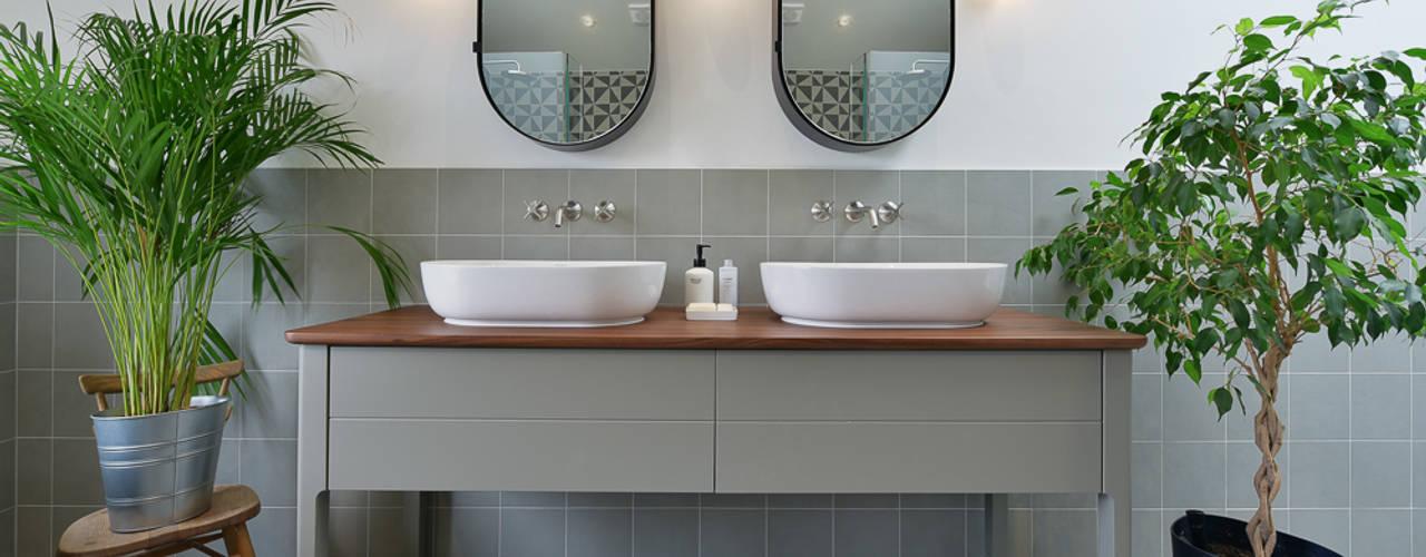 Baños de estilo  por Graham D Holland, Moderno