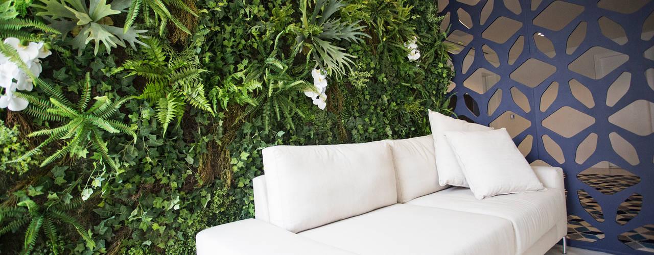 Jardim Vertical Artificial Interno:   por Vertical Garden - Jardim Vertical e Paisagismo Corporativo