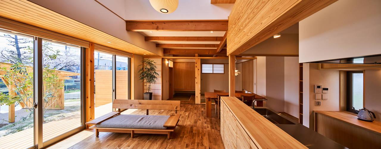 神守の家 北欧デザインの リビング の 梶浦博昭環境建築設計事務所 北欧