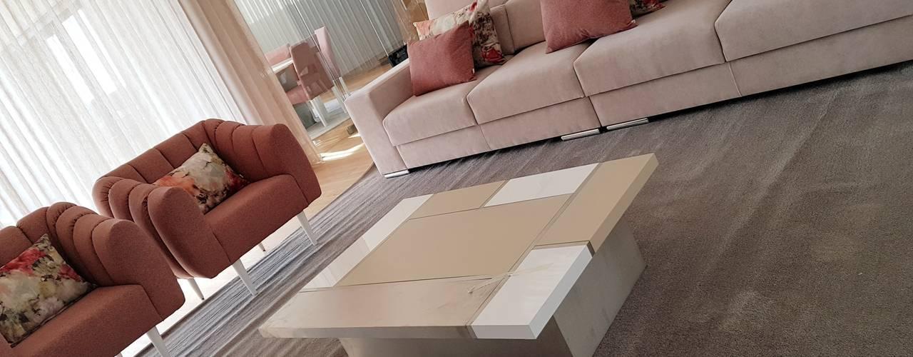 现代客厅設計點子、靈感 & 圖片 根據 Atelier Kátia Koelho 現代風