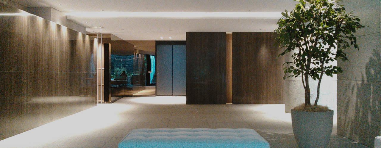 エラモサ大理石壁のある住まい JWA,Jun Watanabe & Associates モダンデザインの リビング